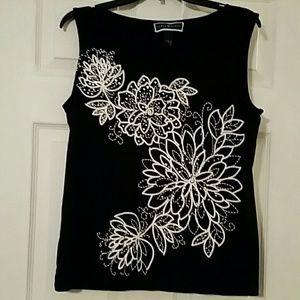 Karen Scott casual tank wh flower pattern